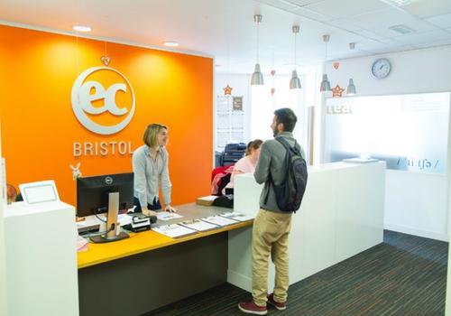 Recepción EC Bristol